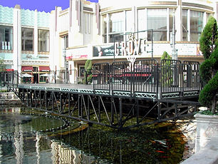 Bill Ferrell Co. creates a stage over water for The Grove shopping mall in Los Angeles, CA