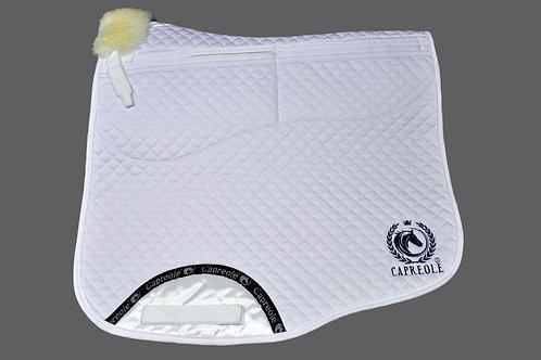 Capreole Lammfell Schabracke mit Korrektur Taschen Dressur weiss