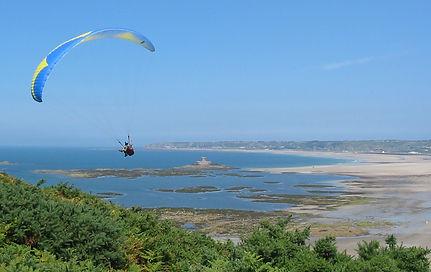 Paragliding_St_Ouen's_Bay,_Jersey.jpg