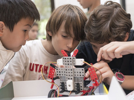 Los robots llegaron a las aulas y a los chicos les encantan