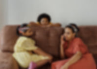 mother-and-children-on-a-sofa-4262185.jp
