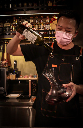 知火提供日式燒肉餐廳中少有的侍酒師服務.jpg