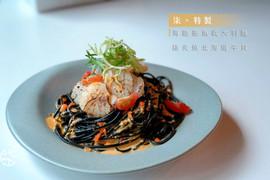 海膽墨魚義大利麵搭炙燒北海道干貝.jpg