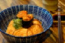 城前料理亭 - 炙燒鮭膽丼.jpg