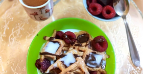 Waffle cereal with dark chocolate and raspberries