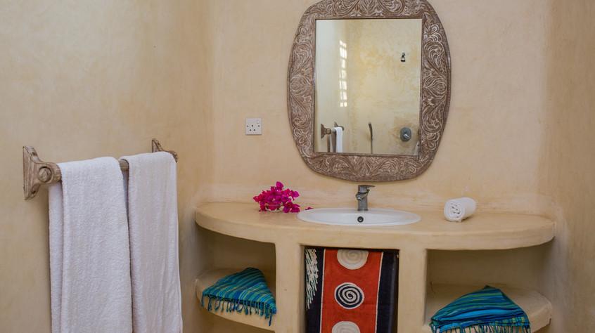Bathroom, downstairs bedroom (9 of 18).jpg
