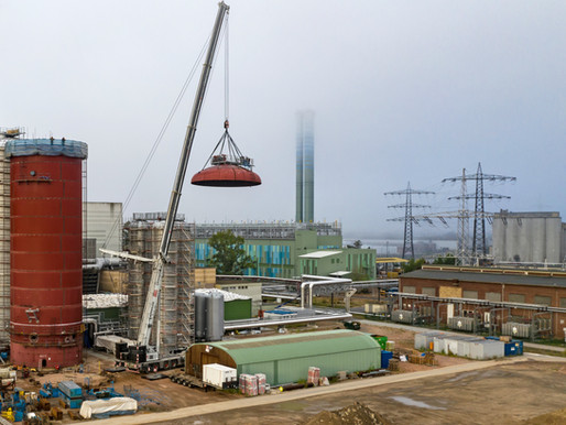 BKL's Grove GMK6400 with MegaWingLift™ assisted in construction of heat storage system in Germany