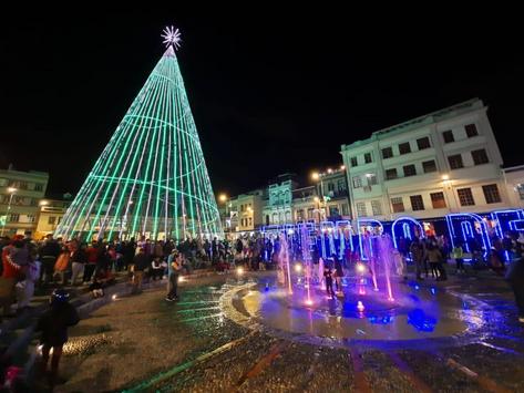 ¡La magia de una ruta de luces navideñas en Cuenca!