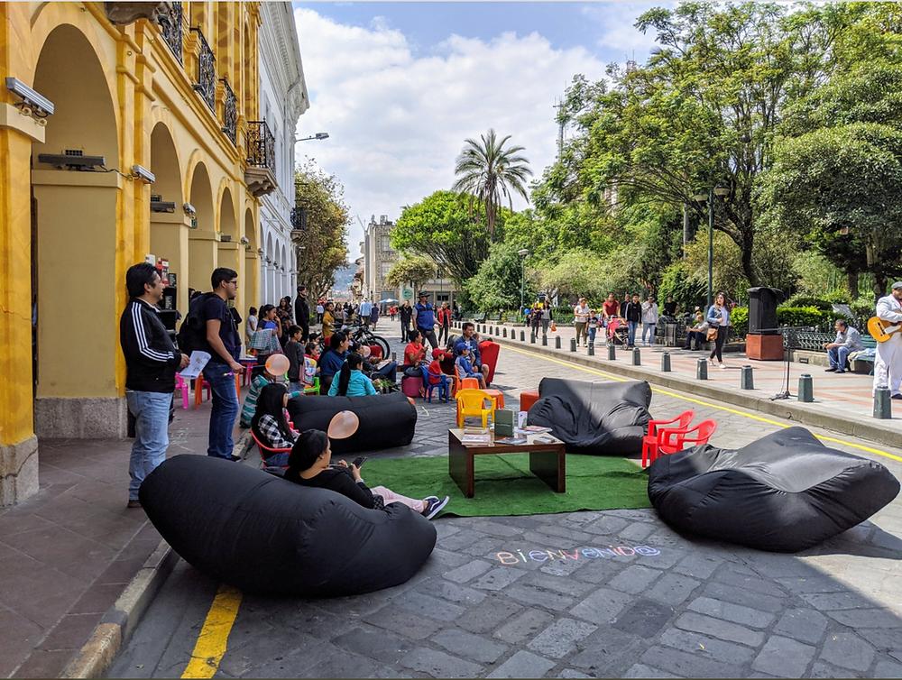 Parque Calderón, Cuenca. Enero, 2020. Supermanzanas. Foto Twitter: @JoelAdriance