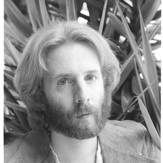 Henry Diltz Photo of Andrew Gold