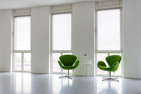 Foto stoeltjes verg.zaal.jpg