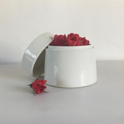 Lidded jar with roses
