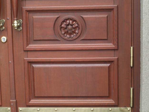 Элемент декора двери