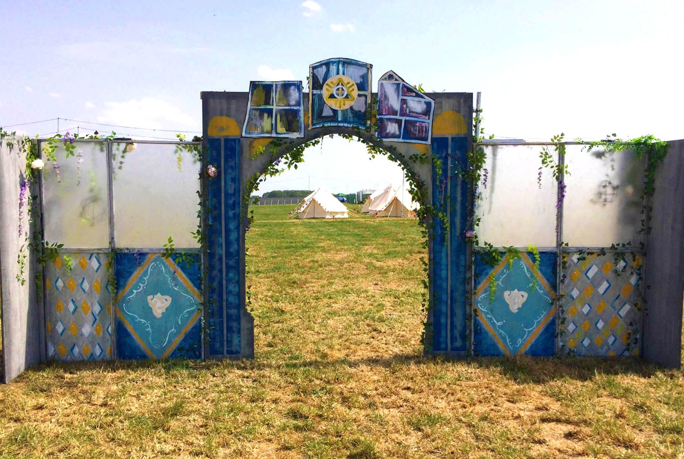 Archway to Artist Campsite