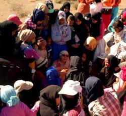 Giuditta Pieti e un gruppo di donne in Marocco