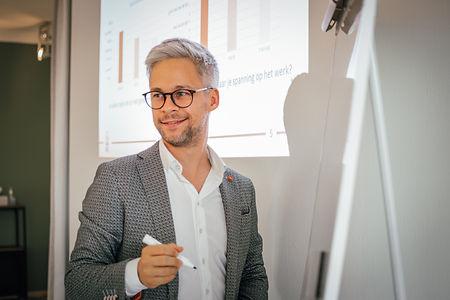 Groepstraining in Hasselt voor team van medewerkers Limburg rond communicatie, stress en welzijn door psychologen en coaches van Kurago uit Hasselt