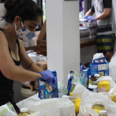 Recolectan alimentos para apoyar a familias con Compras Solidarias Navideñas
