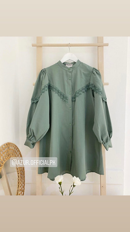 Short shirt with lace