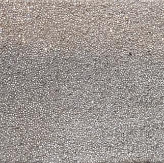 Paillettes argents sur fond beige N°561