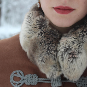 Wintermantel aus Kamelhaar mit Kunstpelz