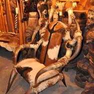 MOBILIER (3) fauteuil cornes de zebus)