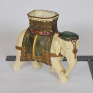 ELEPHANT EN PORCELAINE ANTIQUE