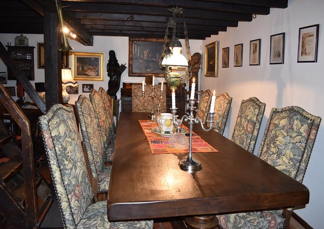 7 TABLE ET CHAISES LOUIS 13.JPG