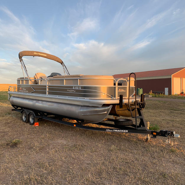 Pontoon Boat with 150 hp