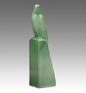 Armand Petersen - Perruche sur perchoir pyramidal - Manufacture de Sèvres