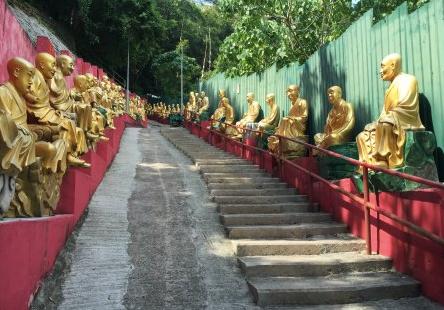 Ten Thousand Buddhas Temple
