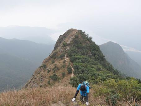 Dangerous climbing on Lantau Island - West Dog Teeth
