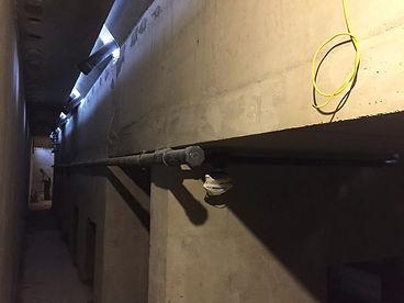 Монолитная чаша бетонного бассейна на опорах в частном доме