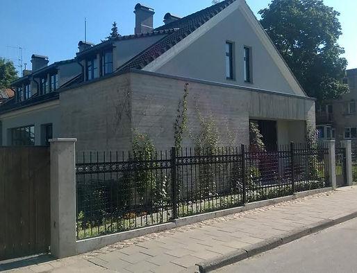 Бетонный фасад дома. Фактура доски