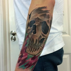 piink-tattoo-piercing-emil-tattoostudio-basel-skull
