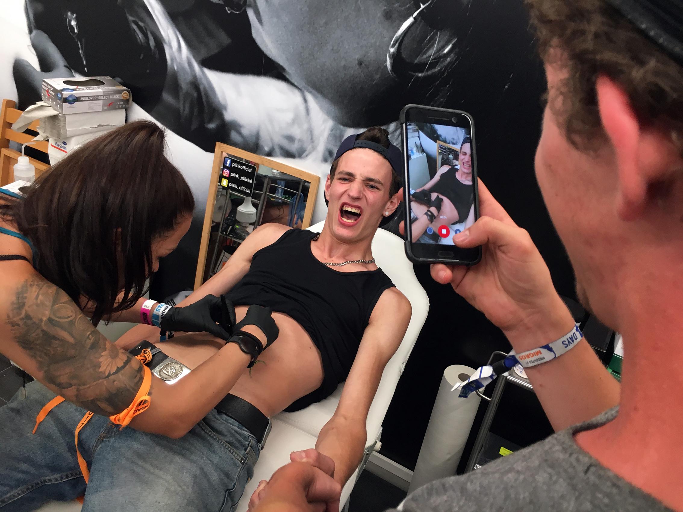 piink-tattoo-piercing-openair-gampel-2017