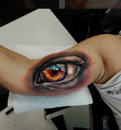 piink-tattoo-piercing-niuniek-tattoostudio-basel-auge