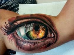 piink-tattoo-piercing-niuniek-tattoostudio-basel-eye-realistic
