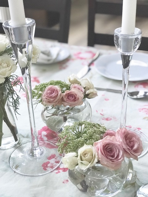 How to Set a Table when Entertaining / Pretty Pieces for Entertaining