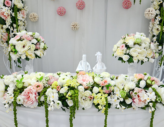 W11  Wedding flowers for top table