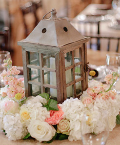 LC1 Lantern centrepiece with flowers