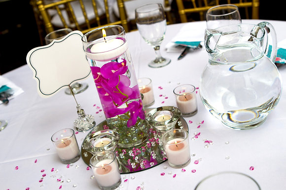 Tw137 Flower and candle  in water display