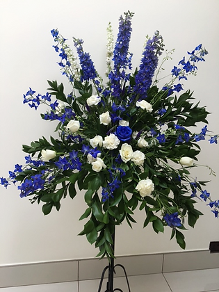 PBW1-Blue and white pedestal flowers