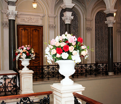 c3 Large flower arrangment in the lobby