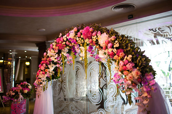 Indoor luxury wedding arch
