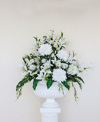 W5 White Wedding flower display