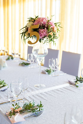 T109- Flower display with table numbers