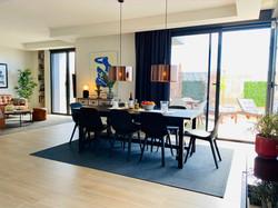 Vardagsrum matbord och soffa