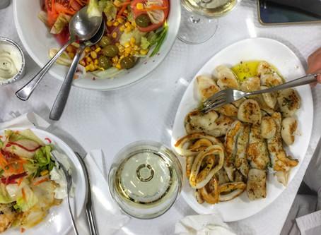 Livlig fiskrestaurang
