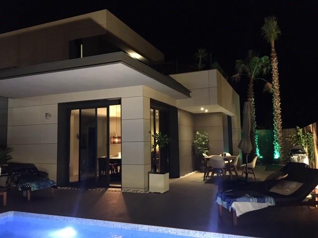 Kvällsbelysning poolområde