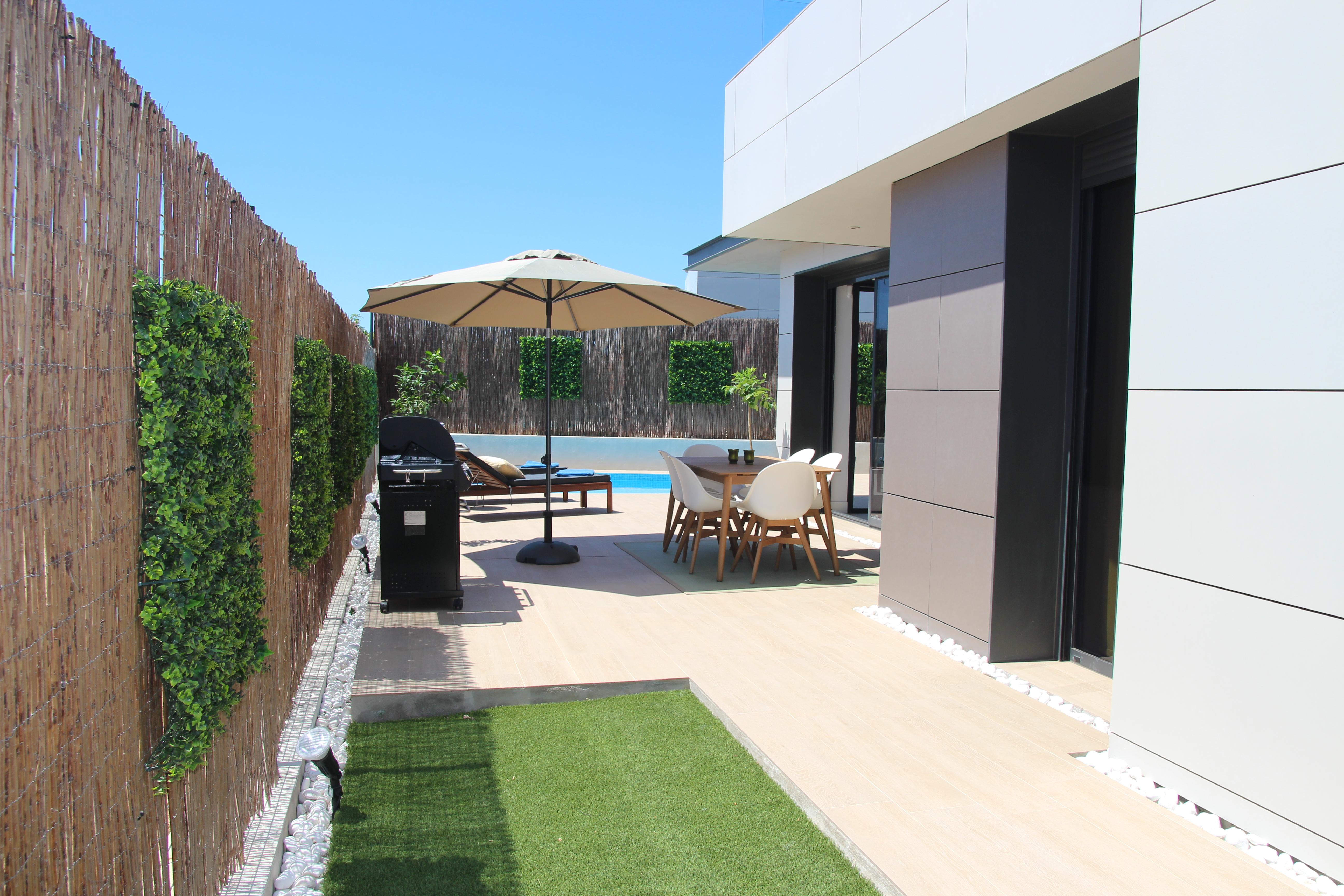 Trädgård och pool